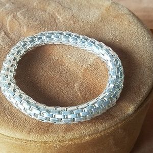 Jewelry - Silver stretchy snake chain bracelet